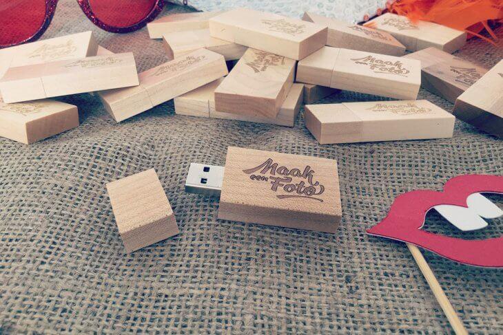 USB Stick met props