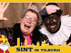 Piet met vriendin op de foto