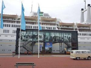 Trouwbus Tilburg voor schip in Rotterdam