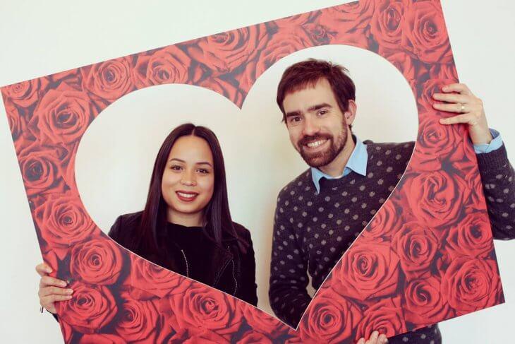 Valentine - Kisscam - roses