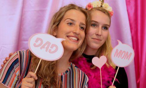 Roze fotoprops voor een babyshower