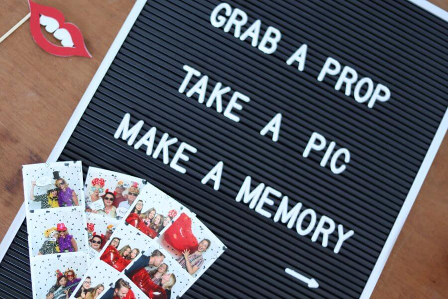 "Letterboard met tekst ""Grab a prop, take a pic"""