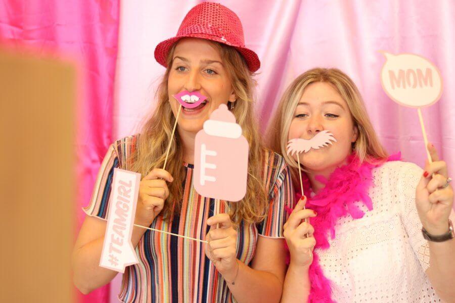 Roze fotoprops voor babyborrel